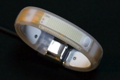 【iPhone】「NIKE+FuelBand」と「UP by Jawbone」の歩数計とカロリー消費量を比較してみました