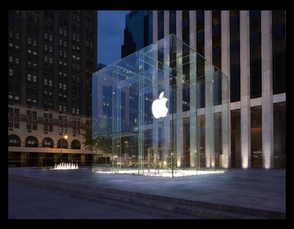 New York のFifth Avenue Apple Store改装後は2倍以上のスペースに