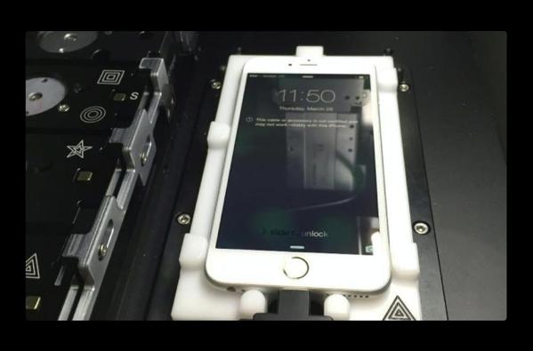 AppleがiPhoneのスクリーン交換に使用する「iPhone Calibration Machine」