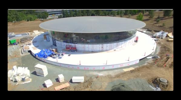オープニングとして「iPhone 10周年記念イベント」が開催されるであろう、Steve Jobs シアターの進捗状況