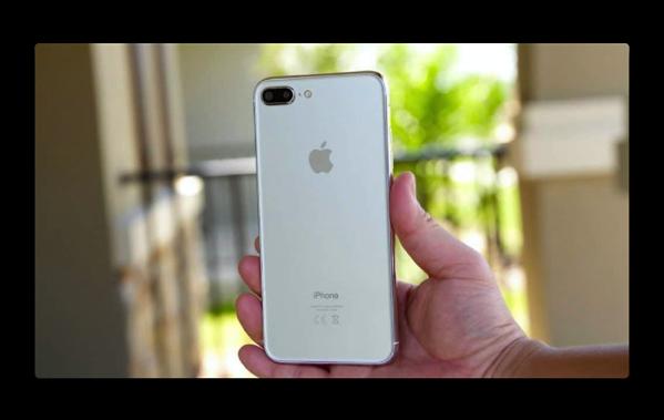 「iPhone 7s」は、ガラス製のバックシェルとアルミフレームで「iPhone 7」より僅かに厚く大きくなる