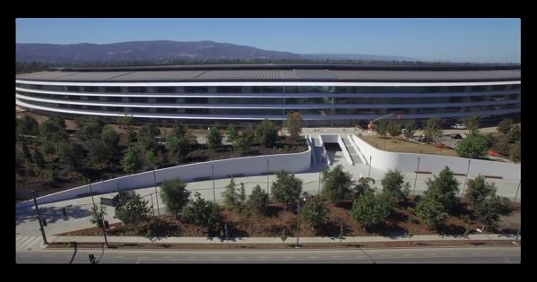 ドローン映像からApple Parkがほぼ完成、屋外バスケットボールとテニスコートの建設が進む