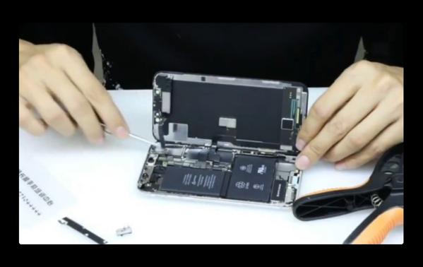 本日発売のApple「iPhone X」の分解ビデオが公開される
