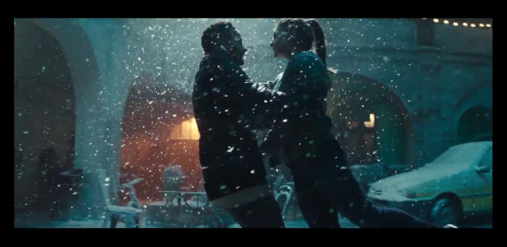 Apple Japan、AirPodとiPhone Xをフューチャーした「Holiday — Snow Dance」と題する新しいCFを公開