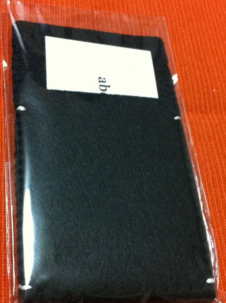 abi's iPhone 日記の、アビさん作の iPhone 4 + Bumper用のフエルトケース