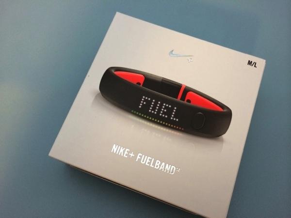 リストバンド型活動量計「Nike+ Fuelband SE」の開封とセットアップ