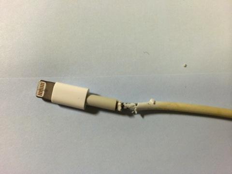 【iPhone,iPad】Lightningケーブルを断線から守る・修理するためにシリコンチューブ