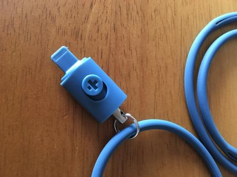 simplismのiPhoneのLightningコネクターに取り付けるネックストラップ「Neck Strap」を利用して