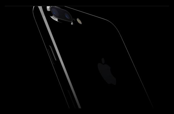 第4四半期でのiPhone7/7 Plusの売り上げ比率は、1年前のiPhone 6s/6s Plusを上回ている