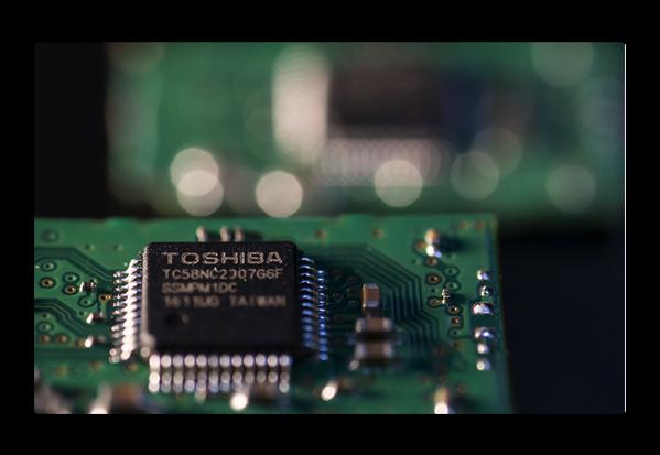AppleのiPhoneの大手メーカーであるFoxconn、東芝の半導体事業の入札にSoftBankの援助を求める