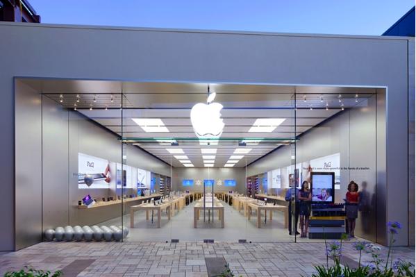 カリフォルニア州バレンシアタウンセンターのApple Storeは昨日、強盗被害に遭う