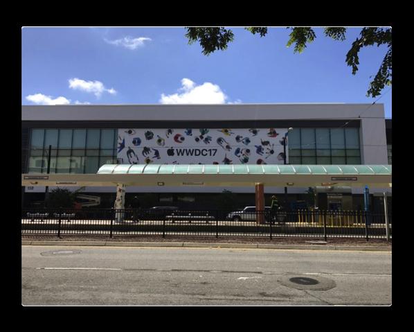 WWDC 2017に向けMcEneryコンベンションセンターで飾り付けが開始