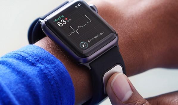 アメリカ食品医薬品局(FDA)は、AliveCorの Kardiaband EKGリーダーを、Apple Watchの最初の医療機器アクセサリーとして承認