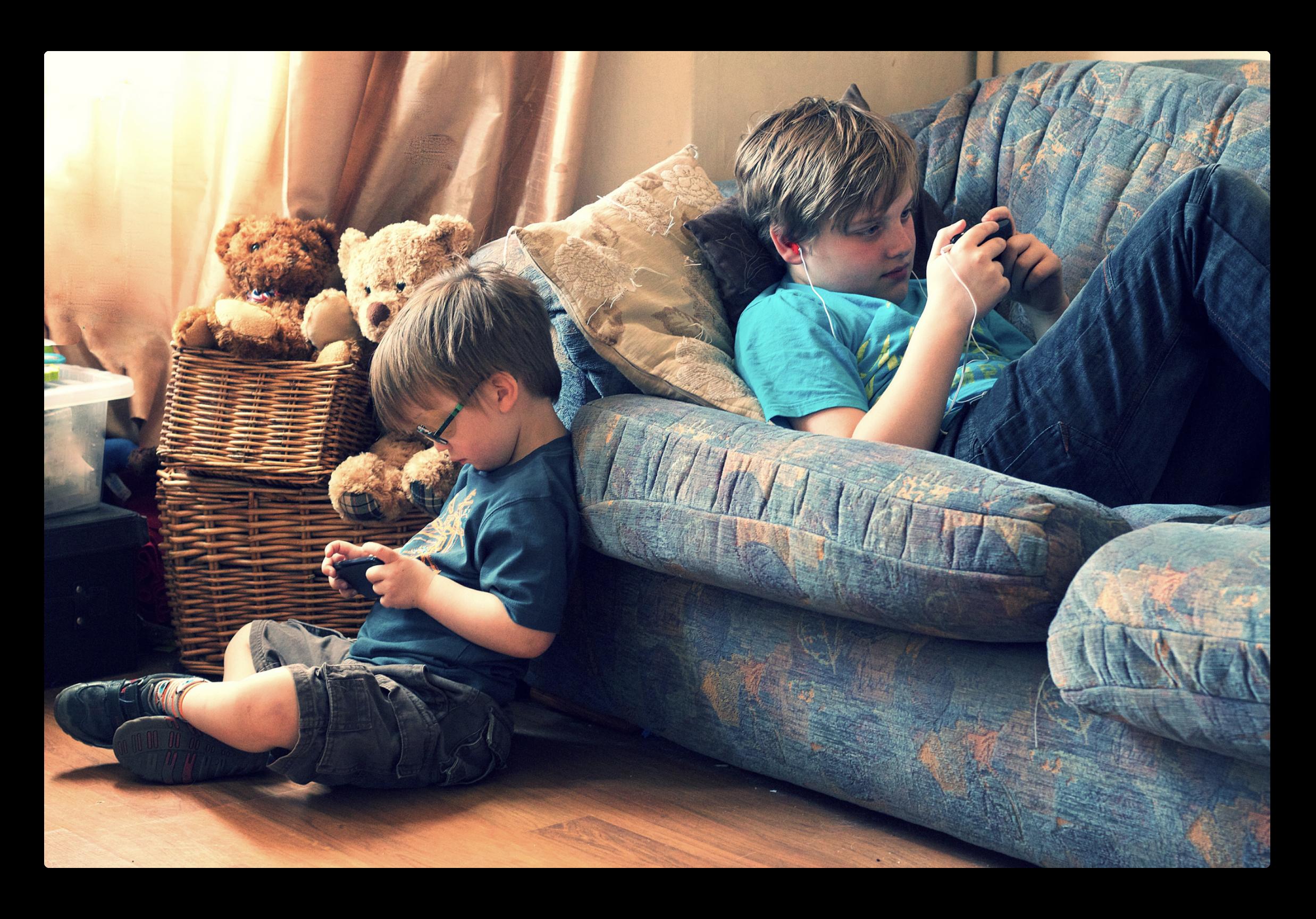 投資家は、スマートフォンの中毒から子どもを守るために、Appleにもっと多くのことを求める