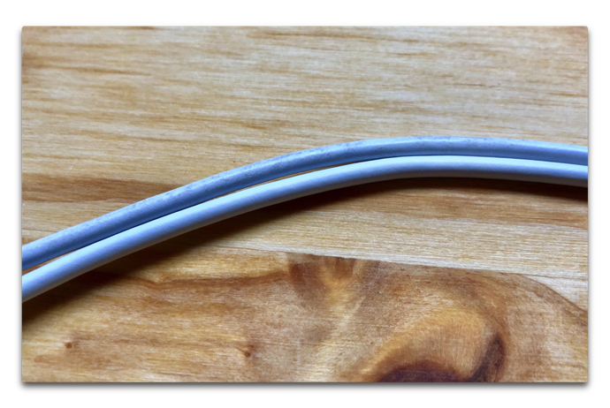 Clean Apple Cable 03