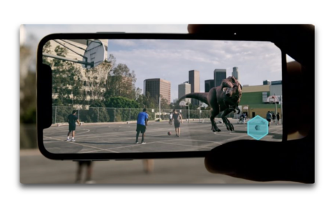iOS 12のARKit 2.0では、2つのiPhoneに同じ仮想オブジェクトが表示される