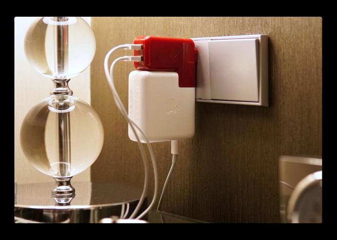 MacBook Pro電源アダプタに2つのUSB充電ポートを追加する「PlugBug Duo」