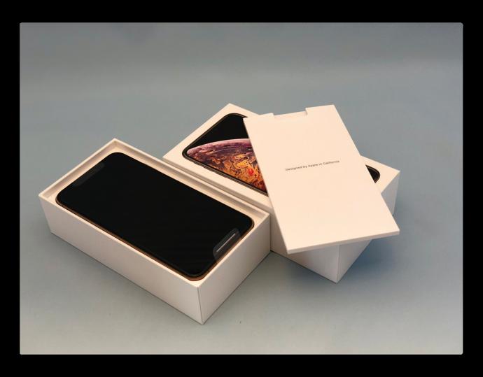 「iPhone XS Max 256GB ゴールド」が届いたので開封の儀