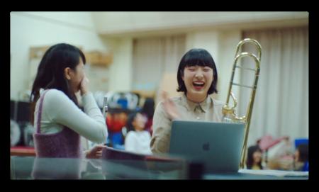 Apple Japan、「Macの向こうから」と題して世界を変える日本人学生4人をクローズアップしたCFを公開