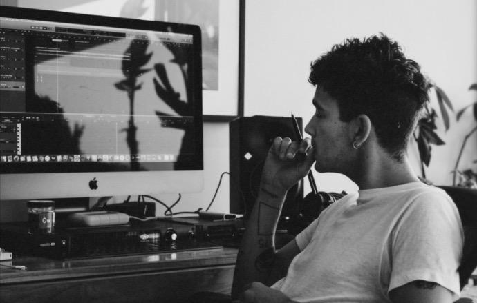 英Apple、Mac上の音楽制作を促進する新しいCF「Behind the Music. Behind the Mac」を公開