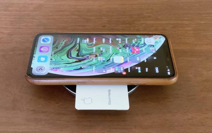 チタン製のApple CardをiPhoneのケースに入れるとワイヤレス充電ができなくなる