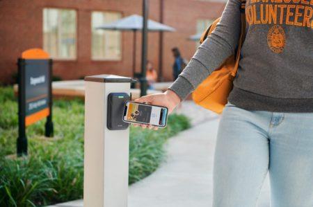 Apple、Apple Walletの非接触学生IDを12の新しい大学に提供開始