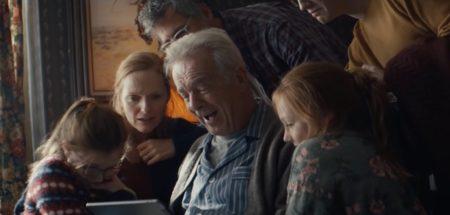 Apple、ホリデイシーズン恒例の新しいCF「Holiday — The Surprise」を公開