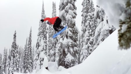 Apple、Shot on iPhoneシリーズの新しいCF「Powder: Backcountry Snowboarding at Baldface Lodge」を公開