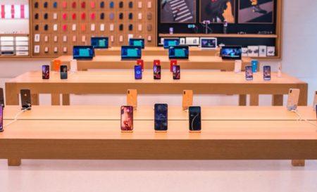 Apple Storeに修理のためにデバイスを預けた人は、店舗が再開するまで受け取れない