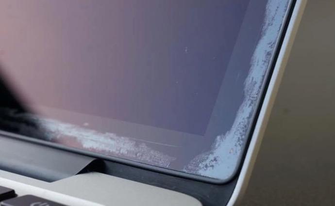 Apple、MacBook Airの反射防止コーティングに「問題がある」と認める