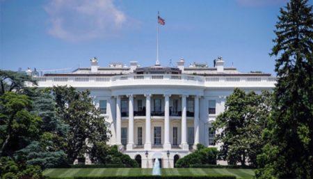 ホワイトハウス、Appleなどハイテク企業にパンデミックに対する誤った情報を調整するように求める