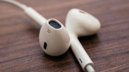 iPhone 12では、AirPodsの需要促進のためにEarPodsが同梱されない可能性も