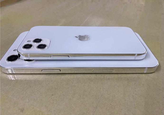 5.4インチ、6.1インチ、5.7インチサイズのiPhone 12のダミーモデルが流出