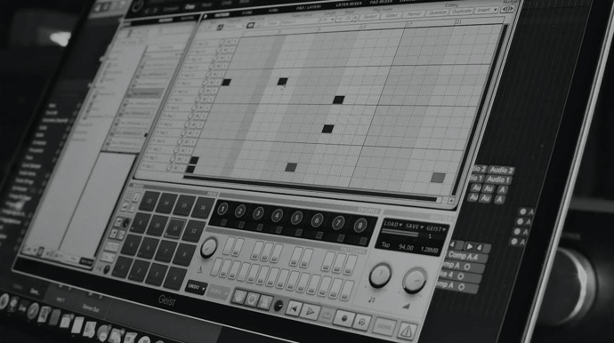 Apple、「Behind the Mac — James Blake cuts his latest track at home」の新しいCFを公開