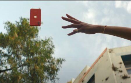 Apple、iPhone 12のセラミックシールドをアピールする新しいCF「iPhone 12 — Fumble」を公開