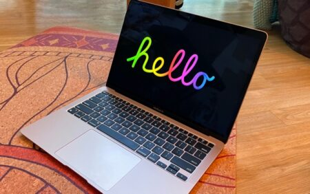 Apple、「Hello 」スクリーンセーバーをmacOS Big Sur 11.3に追加