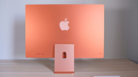 M1 iMacの一部のモデルで、マウントが曲がった状態で出荷される