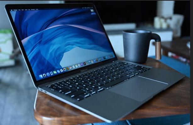 M1 MacBookの所有者は、画面が割れやすいと不満を漏らしています